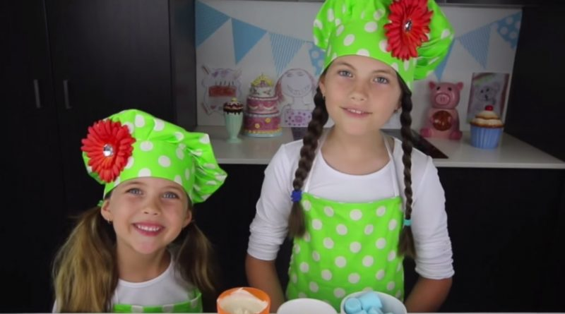 This 8-Year-Old Girl Makes 127,000 Dollar a Month Baking Sweets on YouTube | © CharlisCraftyKitchen | Youtube